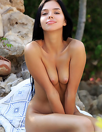 Venice Lei nude in erotic MAGIC GARDEN gallery