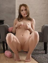 Glamour Beauty - Naturally Sumptuous Amateur Nudes