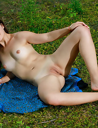 Glamour Cutie - Naturally Beautiful Amateur Nudes