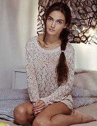 Onorin bare in glamour DOCHIA gallery - MetArt.com