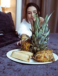 Cristin bare in softcore NAHIDI gallery - MetArt.com