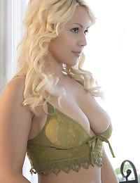 Kylie Page nude in erotic POSURE gallery - MetArt.com