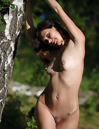 Glamour Hottie - Naturally Gorgeous Fledgling Nudes