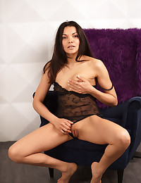 Softcore Hottie - Naturally Beautiful Unexperienced Nudes