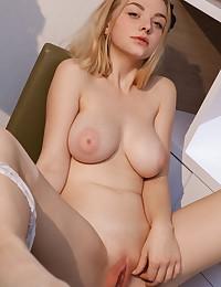 Daniel Sea naked in glamour DERYN gallery - MetArt.com